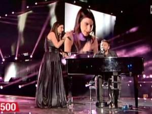 La-Pausini-e-Cremonini-cantano-Dalla-al-concerto-per-lEmilia